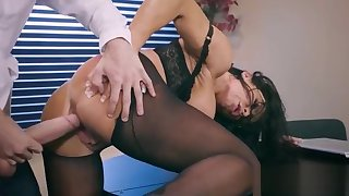 Hard Sex With Big Round Juggs Office Girl (Simone Garza) vid-26