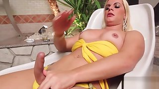 Shemale enjoys cock in her wazoo