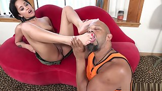 Mia Austin takes her flipflops off and gets her feet eaten out by a black bull