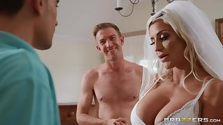 Sienna Day & Danny D enjoys threesome sex right after wedding