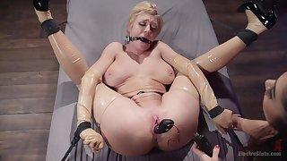 Busty blonde amateur Dee Williams tortured by brunette Lea Lexis