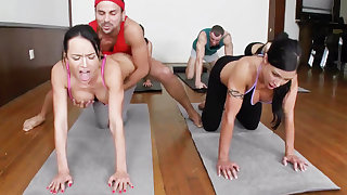 Yoga preceptor plus 4 unpredictable intensify college girls with meaty cupcakes