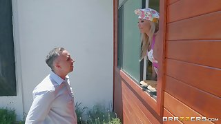 Mature blonde housewife Robbin Banx takes a burly albatross relating to the kitchen
