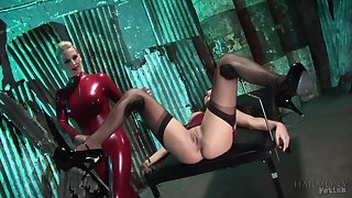 heavy games and kinky poses are new experience for Rebecca More