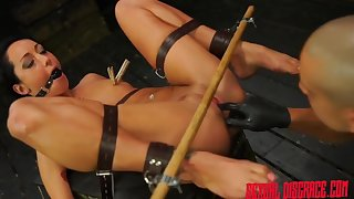 Master makes this bound girl squirt